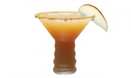 Holiday Cocktails – Spiced Caramel Apple Martini